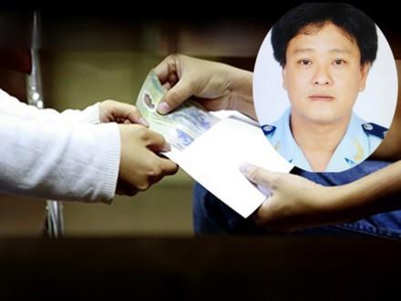 Chân dung Nguyễn Trường Duy, người bị cáo buộc đã trắng trợn ép doanh nghiệp phải chung chi. Đồ họa: L.N