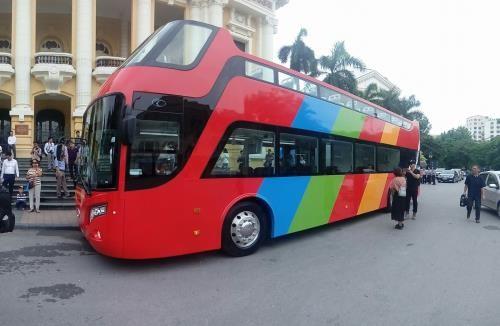 Hà Nội chạy thử xe buýt 2 tầng mui trần. Ảnh: TTXVN