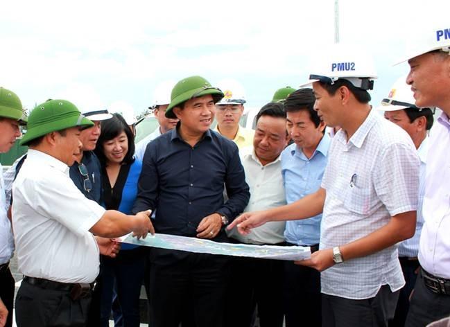 Hội đồng kiểm tra hiện trường dự án đường ô tô Tân Vũ – Lạch Huyện.