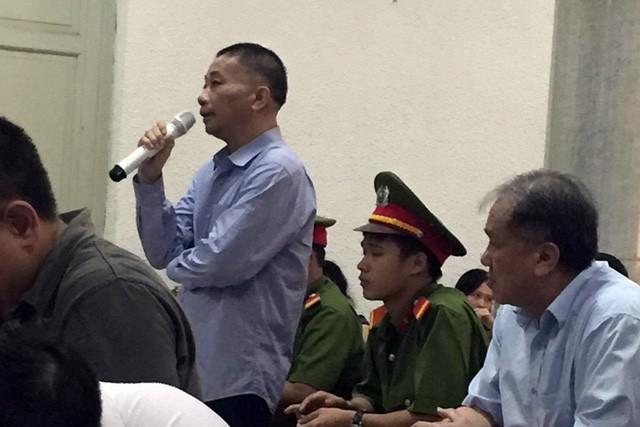 Ông Ninh Văn Quỳnh bất ngờ thay đổi lời khai tại tòa - Ảnh: Tuổi Trẻ