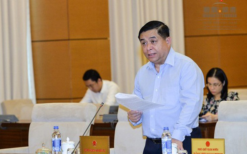 Bộ trưởng Bộ Kế hoạch và Đầu tư Nguyễn Chí Dũng trình bày tờ trình dự án luật.