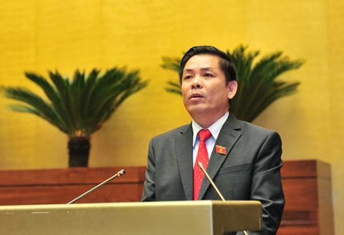 Bộ trưởng Bộ Giao thông vận tải Nguyễn Văn Thể báo cáo Quốc hội về dự án. Ảnh: VGP