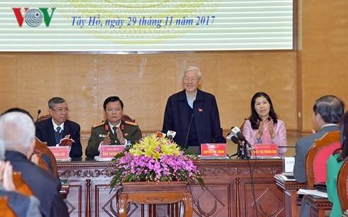 Tổng Bí thư phát biểu tại cuộc tiếp xúc cử tri quận Tây Hồ và Ba Đình. Ảnh: VOV