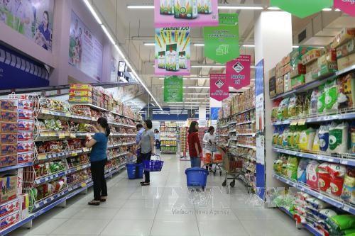 Người tiêu dùng mua sắm ở siêu thị Co.op Mart Foodcosa Quang Trung (Gò Vấp). Ảnh: TTXVN