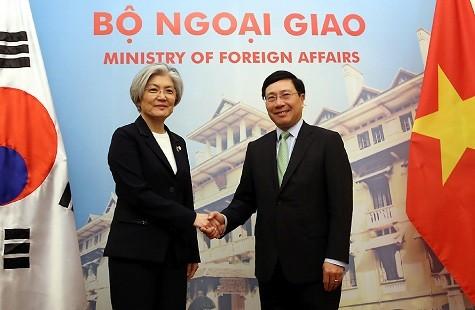 Phó Thủ tướng, Bộ trưởng Ngoại giao Phạm Bình Minh hội đàm với Bộ trưởng Ngoại giao Hàn Quốc Kang Kyung-wha - Ảnh: VGP