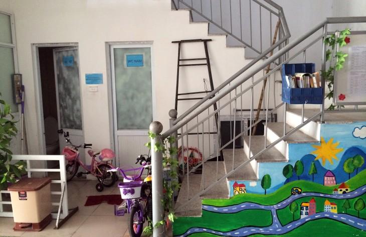 Hành lang thoát hiểm tại Thăng Long Garden bị chiếm dụng làm nhà trẻ. Ảnh: Trần Nam