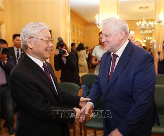 Tổng Bí thư Nguyễn Phú Trọng tiếp Chủ tịch Đảng nước Nga Công bằng Sergey Mikhailovich Mironov. Ảnh: TTXVN
