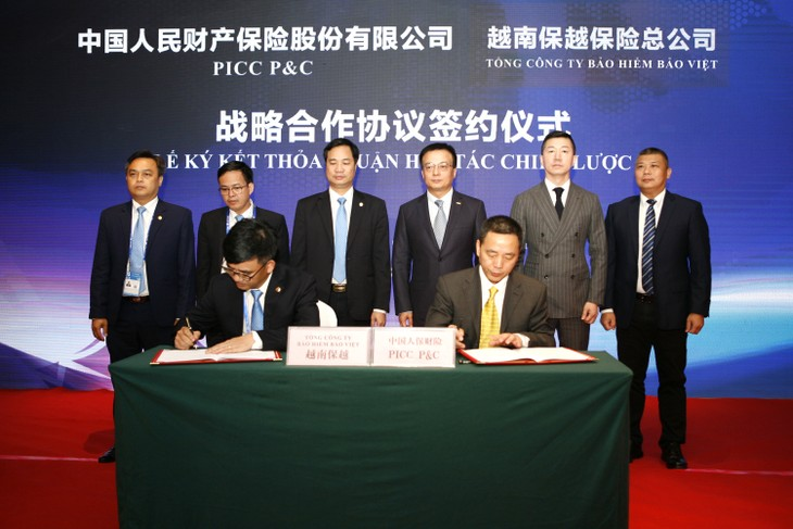 Ông Nguyễn Quang Hưng - Phó Tổng Giám đốc TCT Bảo hiểm Bảo Việt đại diện ký kết thoả thuận hợp tác