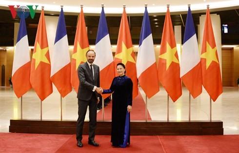 Chủ tịch Quốc hội Nguyễn Thị Kim Ngân và Thủ tướng Pháp Édouard Philippe. Ảnh: VOV