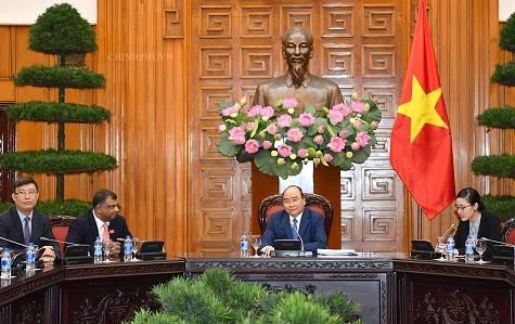 Thủ tướng chủ trì buổi tiếp một số nhà đầu tư quốc tế ngành du lịch sang Việt Nam. Ảnh: VGP