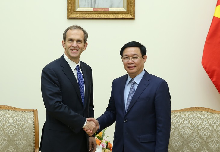 Phó Thủ tướng Vương Đình Huệ tiếp ông Kent Walker, Phó Chủ tịch tập đoàn Google. Ảnh: VGP