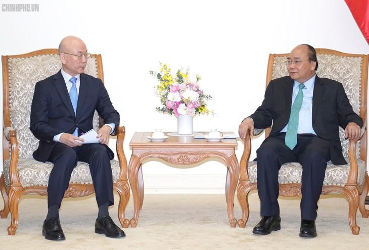 Thủ tướng Nguyễn Xuân Phúc tiếp Chủ tịch Ủy ban Truyền thông Hàn Quốc, ông Lee Hyo-seong. Ảnh: VGP