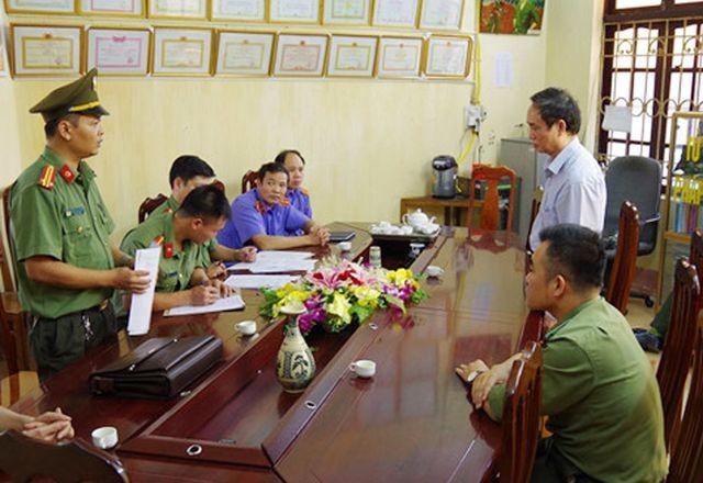 Công bố quyết định khởi tố bị can, cấm đi khỏi nơi cư trú đối với Phạm Văn Khuông.