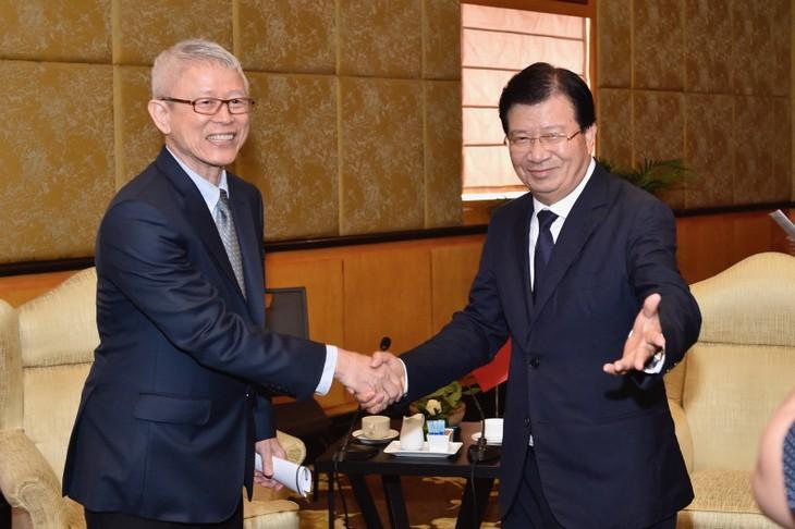 Phó Thủ tướng Trịnh Đình Dũng tiếp ông Dhep Vongvanich. Ảnh: VGP