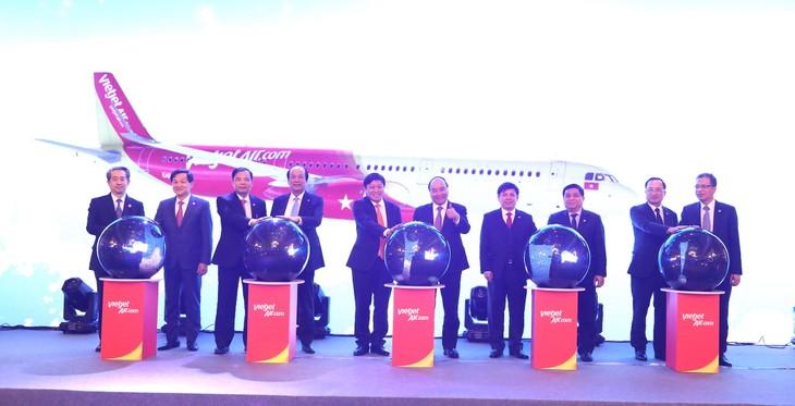 Lãnh đạo cấp cao Việt Nam và Trung Quốc cùng lãnh đạo Vietjet thực hiện nghi thức kỷ niệm 5 năm Vietjet mở đường bay đến Trung Quốc