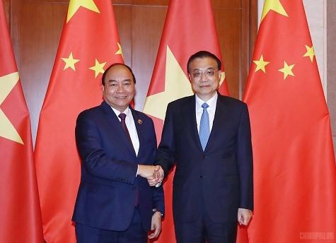 Thủ tướng Nguyễn Xuân Phúc và Thủ tướng Quốc vụ viện Trung Quốc Lý Khắc Cường. Ảnh: VGP