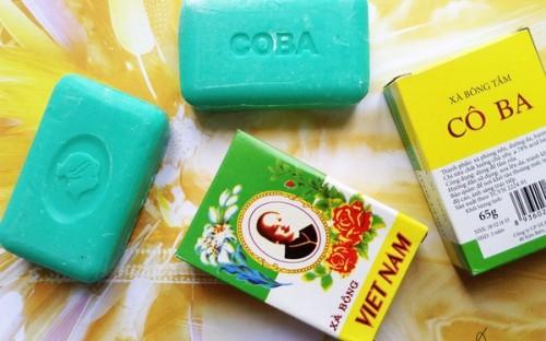Xà bông Cô Ba được sản xuất bởi Công ty Sản xuất và Thương mại Phương Đông.