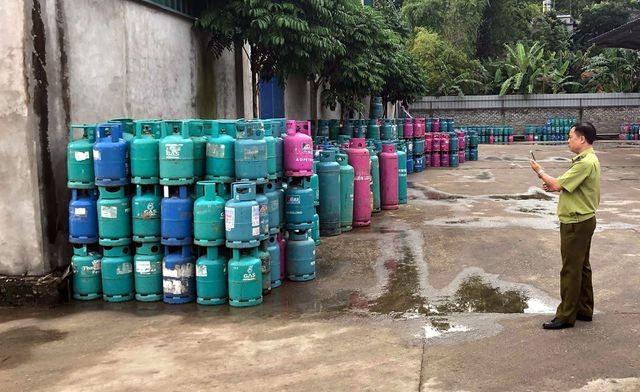 Lực lượng chức năng tỉnh Bắc Cạn ghi nhận hiện trạng tại Công ty Khánh Linh.
