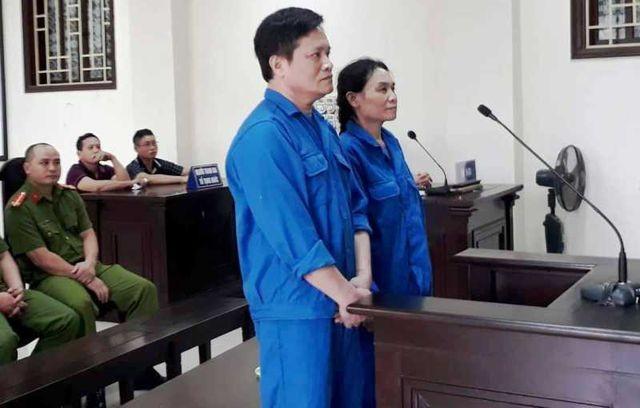 Hai bị cáo Nguyễn Văn Lẫm và Phạm Thị Quyết tại phiên tòa xét xử
