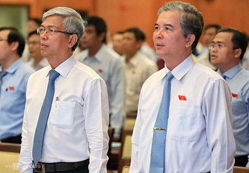Phó chủ tịch Võ Văn Hoan (trái) và Ngô Minh Châu