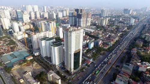 Một tuyến đường tại Hà Nội có nhiều dự án chung cư.