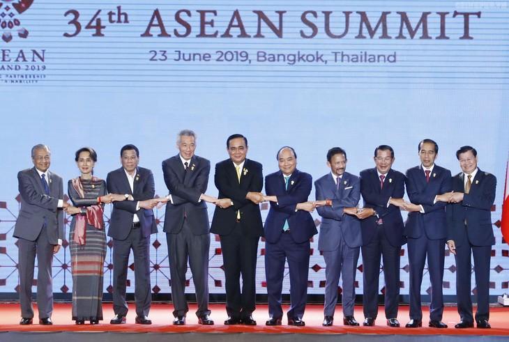 Các nhà lãnh đạo ASEAN tại lễ khai mạc Hội nghị. - Ảnh: VGP