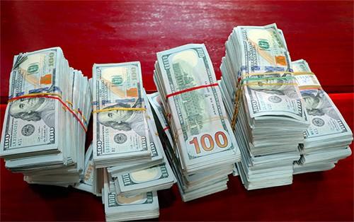 470.000 USD được biên phòng An Giang tạm giữ.