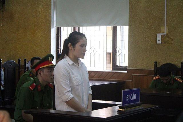 Nữ quái Nguyễn Thị Oanh tại phiên tòa.
