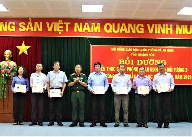 Trao chứng chỉ cho lớp bồi dưỡng kiến thức quốc phòng và an ninh năm 2019 - đối tượng 3 của PC Khánh Hòa