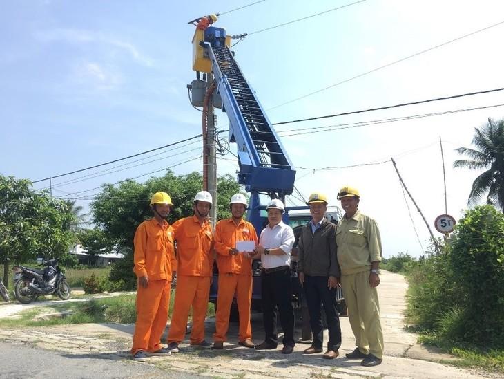 Thăm hỏi CNLĐ tại đơn vị thi công thuộc Điện lực Cam Ranh -Khánh Sơn