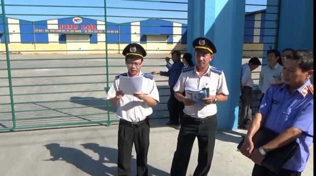 Cơ quan chức năng làm việc với DNTN Phú Lợi.
