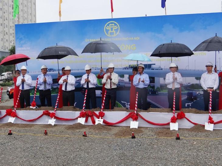 Lễ khởi công xây dựng cầu vượt nút giao Nguyễn Văn Huyên - Hoàng Quốc Việt và hoàn thiện đường Nguyễn Văn Huyên. Ảnh Internet