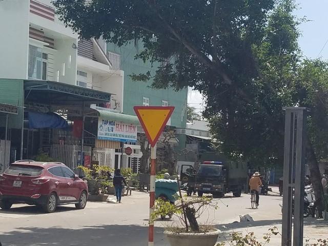 Công an tỉnh đang phối hợp tiến hành khám xét một tụ điểm tại thị xã An Khê