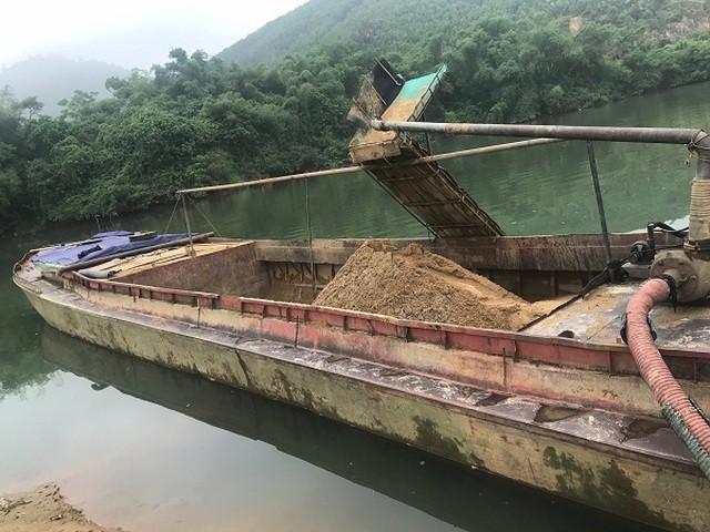 Tàu khai thác cát của Công ty TNHH Quyết Thắng