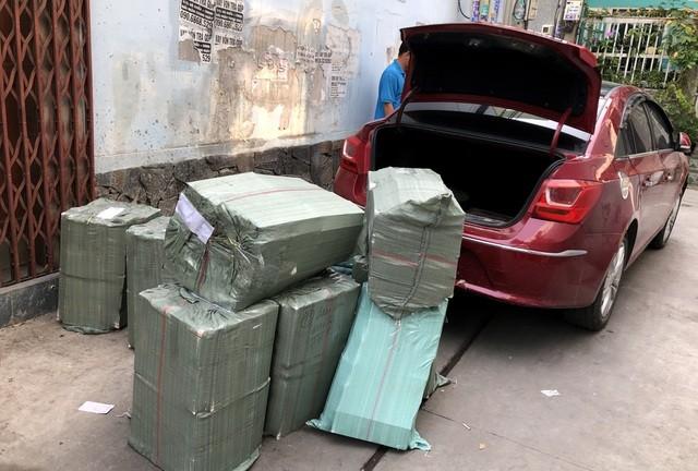 Chiếc ô tô và tang vật vụ án