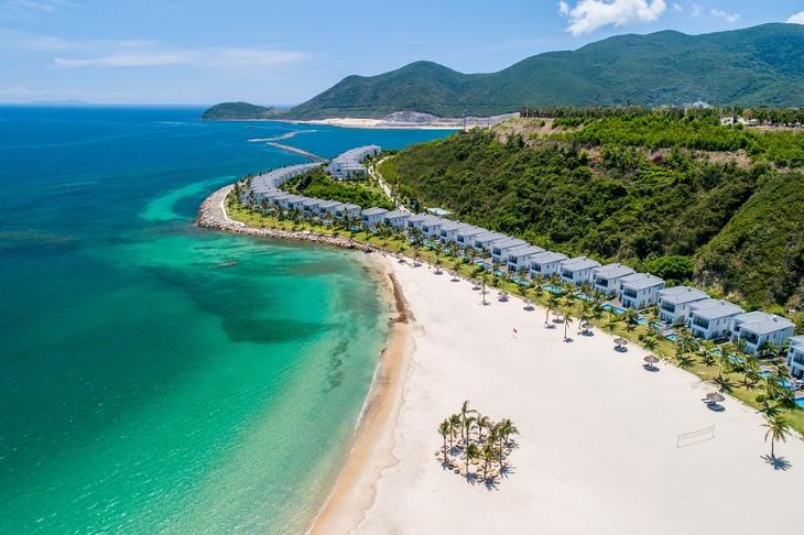 Vinpearl triển khai việc liên kết với các hãng hàng không nội địa để mở các chuyến bay cố định trong nước và quốc tế tới các điểm đến có cơ sở nghỉ dưỡng – vui chơi giải trí tại Nha Trang, Phú Quốc, Đà Nẵng – Nam Hội An