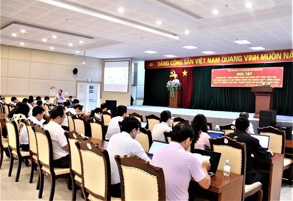 PC Khánh Hòa nâng cao nhận thức của cán bộ, đảng viên qua sinh hoạt chuyên đề. Ảnh: Báo Văn Hóa