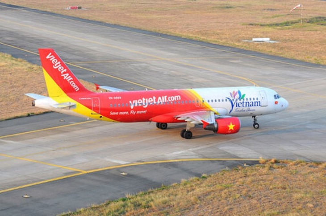 Trên chuyến bay VJ792 từ Nha Trang về Thanh Hóa sáng 2/3, hành khách N.V.C bị ho, khó thở phải xin trợ giúp y tế