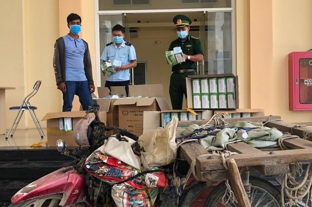 Đối tượng Sam Nang cùng tang vật bị bắt