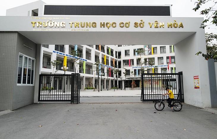 Trường THCS Yên Hòa (Cầu Giấy, Hà Nội) vắng vẻ trong những ngày học sinh nghỉ phòng dịch