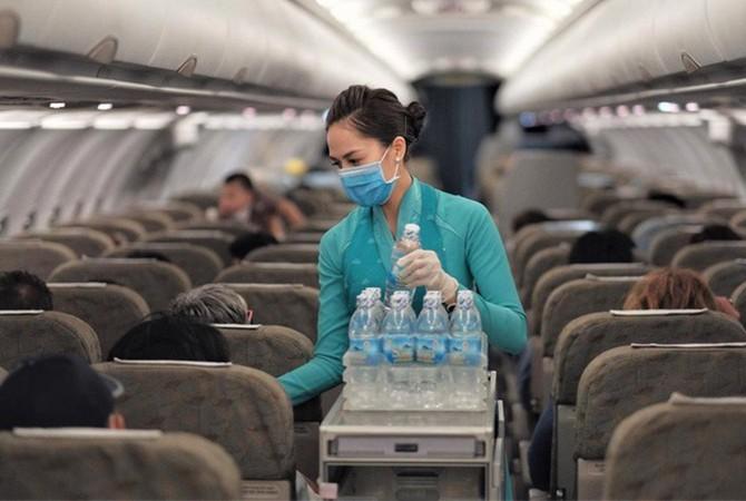Tiếp viên trên chuyến bay của Vietnam Airlines. Ảnh: VNA.