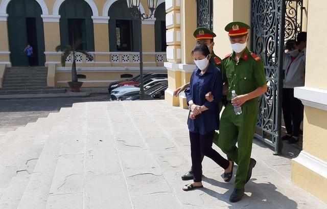 Bị cáo Đặng Thị Kim Anh lãnh 7 năm tù.
