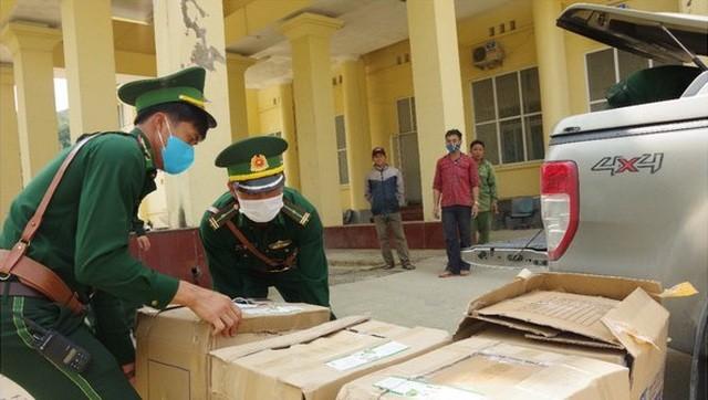 Lực lượng chức năng thu giữ tang vật là số khẩu trang y tế.