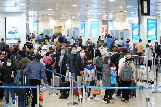Bộ GTVT yêu cầu tạm dừng vận chuyển người Việt về TPHCM