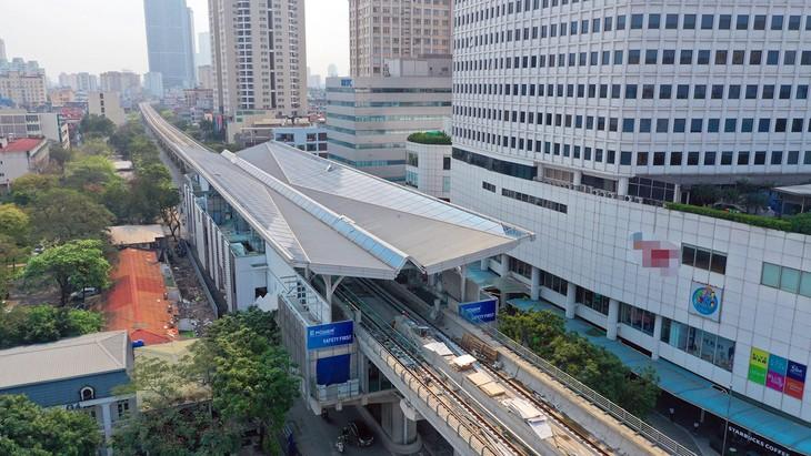 Nhà ga nằm trên đường Xuân Thuỷ (Cầu Giấy) sắp được hoàn thiện.