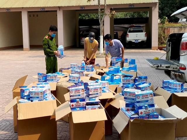 Hơn 50.000 khẩu trang không giấy tờ bị lực lượng chức năng bắt giữ