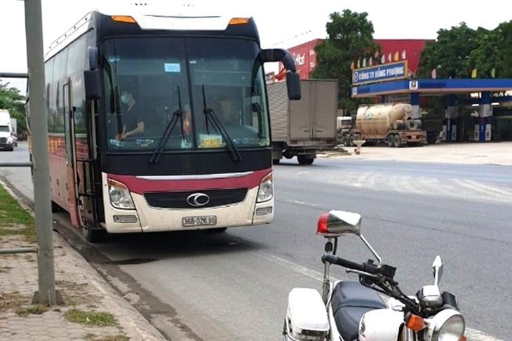 28 người gồm cả lái và phụ xe đều bị đưa đi cách ly do chở người tiếp xúc với bệnh nhân mắc nCoV.