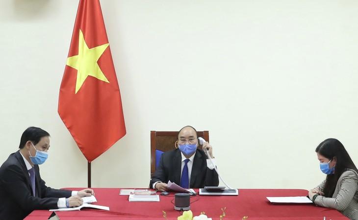 Thủ tướng Chính phủ Nguyễn Xuân Phúc điện đàm với Thủ tướng Quốc vụ viện Trung Quốc Lý Khắc Cường - Ảnh: VGP