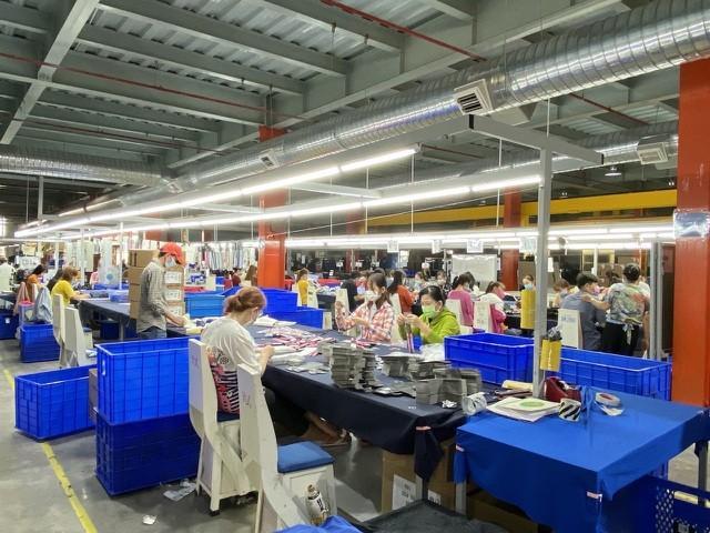 May mặc là lĩnh vực bị ảnh hưởng nặng nề nhất tại KCX Tân Thuận do thiếu nguyên liệu sản xuất.