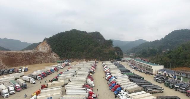 Hàng hoá nông sản tồn tại bến xe của Công ty Cổ phần Vận tải Thương mại Bảo Nguyên ở cửa khẩu phụ Tân Thanh - Lạng Sơn.